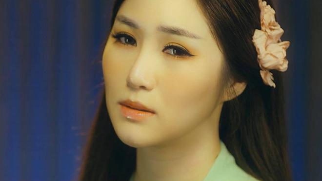 'Em gái mưa' Hương Tràm chính thức ra mắt MV 'Duyên mình lỡ'