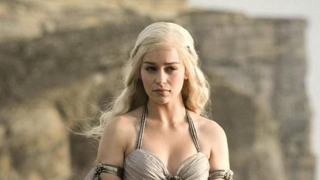 Hở quá nhiều trong 'Trò chơi vương quyền', Emilia Clarke từ chối đóng '50 sắc thái'