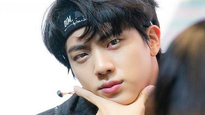 Phũ phàng tới độ này mà Jin BTS chỉ càng làm ARMY thích chí