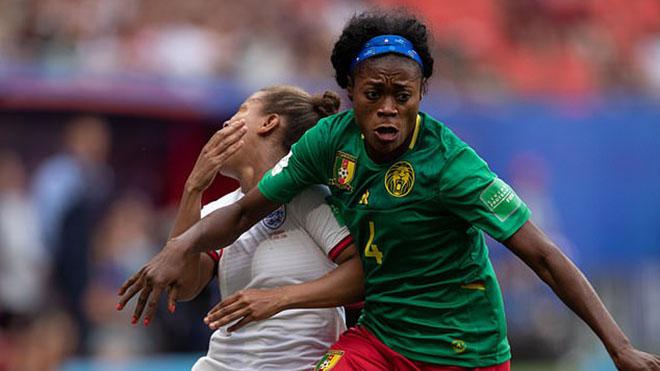 Anh vs Cameroon, World Cup nữ 2019, kết quả Anh vs Cameroon, Cameroon, Anh, vòng 1/8 World Cup, cùi chỏ, phun mưa, nhổ, gầm giày, xô trọng tài, phản đối, xấu xí, VAR