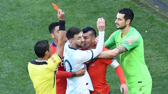 Kết quả bóng đá hôm nay, kết quả bóng đá, ket qua bong da, kết quả Argentina Chile, video Argentina 2-1 Chile, highlights Argentina 2-1 Chile, Copa America, Messi thẻ đỏ