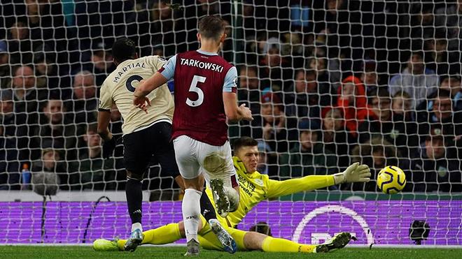 Ket qua bong da hom nay, kết quả bóng đá Anh, kết quả Ngoại hạng Anh, kết quả Burnley vs MU, Burnley vs MU, video Burnley 0-2 MU, BXH bóng đá Anh, M.U, Rashford, Martial