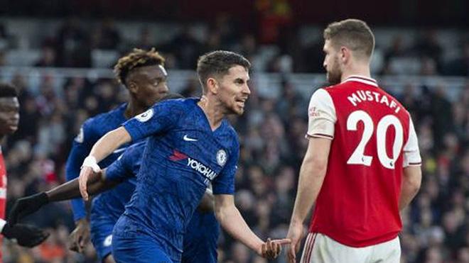 Ngoại hạng Anh vòng 24: Chelsea thắng Arsenal, Liverpool mất điểm, MU vượt khó?