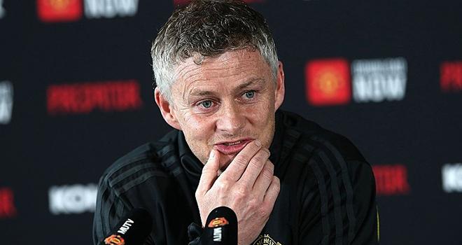 Ket qua bong da, Chelsea vs MU, video Chelsea vs MU, Solskjaer, Lampard, Maguire, kết quả bóng đá, kết quả Ngoại hạng Anh, Maguire phạm lỗi với Batshuayi, thẻ đỏ, VAR, MU