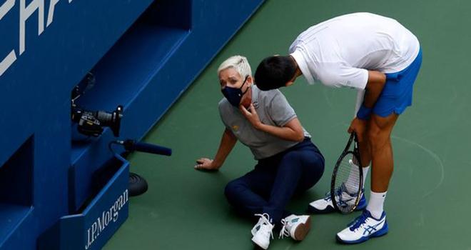 US Open, Djokovic, Fan Djokovic khủng bố dọa giết nữ trọng tài bị đánh trúng mặt, Djokovic đánh bóng trúng mặt trọng tài, Djokovic bị loại, lịch thi đấu Mỹ mở rộng 2020