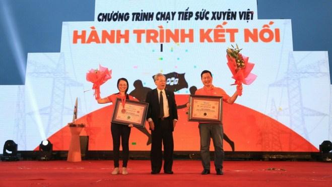 Trao Kỷ lục Việt Nam cho 3000 nhân viên chạy xuyên Việt trong... 31 ngày