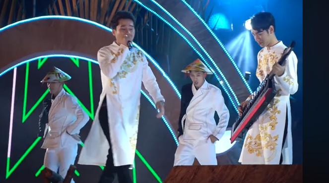 VIDEO: 'Bộ đôi trăm triệu view' Jack và K-ICM hát 'Em gì ơi' tại Lễ hội dừa Bến Tre