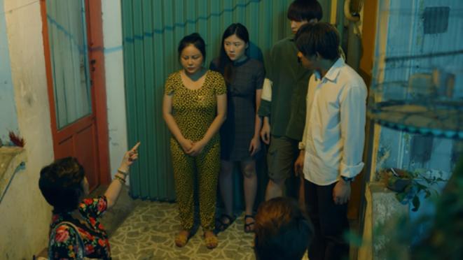 'Bố già' tập 1: Trấn Thành làm xe ôm, cãi nhau với Lâm Vĩ Dạ và cái kết ở đồn công an