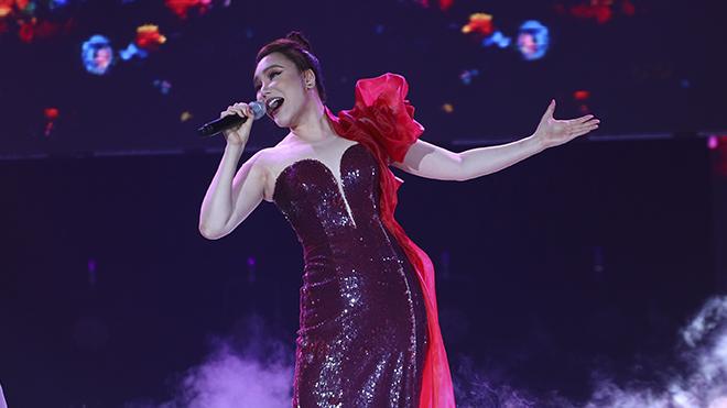 Hồ Quỳnh Hương được fan cổ vũ cuồng nhiệt trong đêm nhạc tri ân y bác sĩ