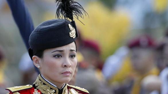 Lễ Đăng quang của Nhà vua Thái Lan Rama X và tiểu sử tân Hoàng hậu, Đại tướng Suthida