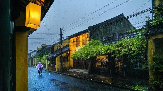 Dự báo thời tiết: Vùng núi phía Bắc mưa rất to, miền Trung nắng nóng