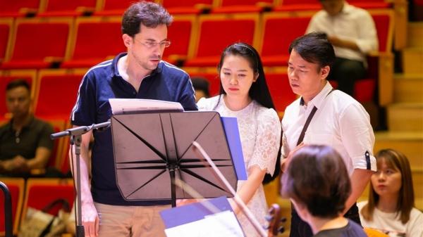 Nhạc trưởng Olivier Ochanine: 'Tôi ấn tượng với sự nỗ lực của Phạm Thùy Dung'