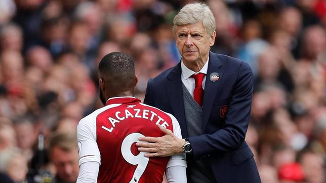 Fan Arsenal tức giận với Wenger vì Lacazette bỗng nhiên trở thành 'chân gỗ'