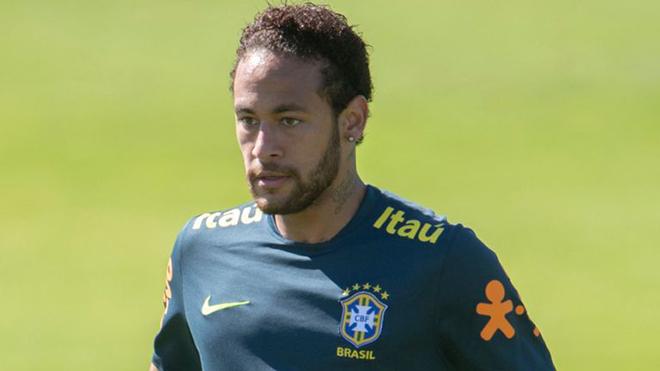 Neymar bực tức, bỏ ngang buổi tập của Brazil vì bị đàn em 19 tuổi 'xâu kim'