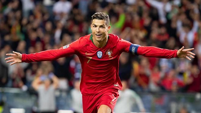 Ronaldo đứng trước cơ hội lập thêm kỷ lục ghi bàn, khiến Messi phải 'hít khói'