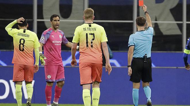 Ket qua bong da, kết quả bóng đá hôm nay, kết quả cúp C1, Atalanta vs Man City, Atalanta 1-1 Man City, Kyle Walker làm thủ môn, Ederson, Claudio Bravo thủ môn bất đắc dĩ